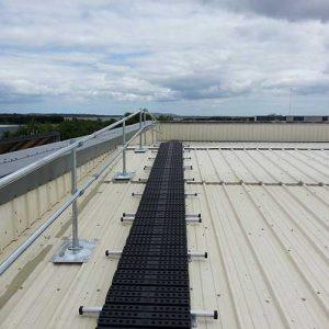 Kee Walk rooftop walkway with KeeGuard Topfix edge protection